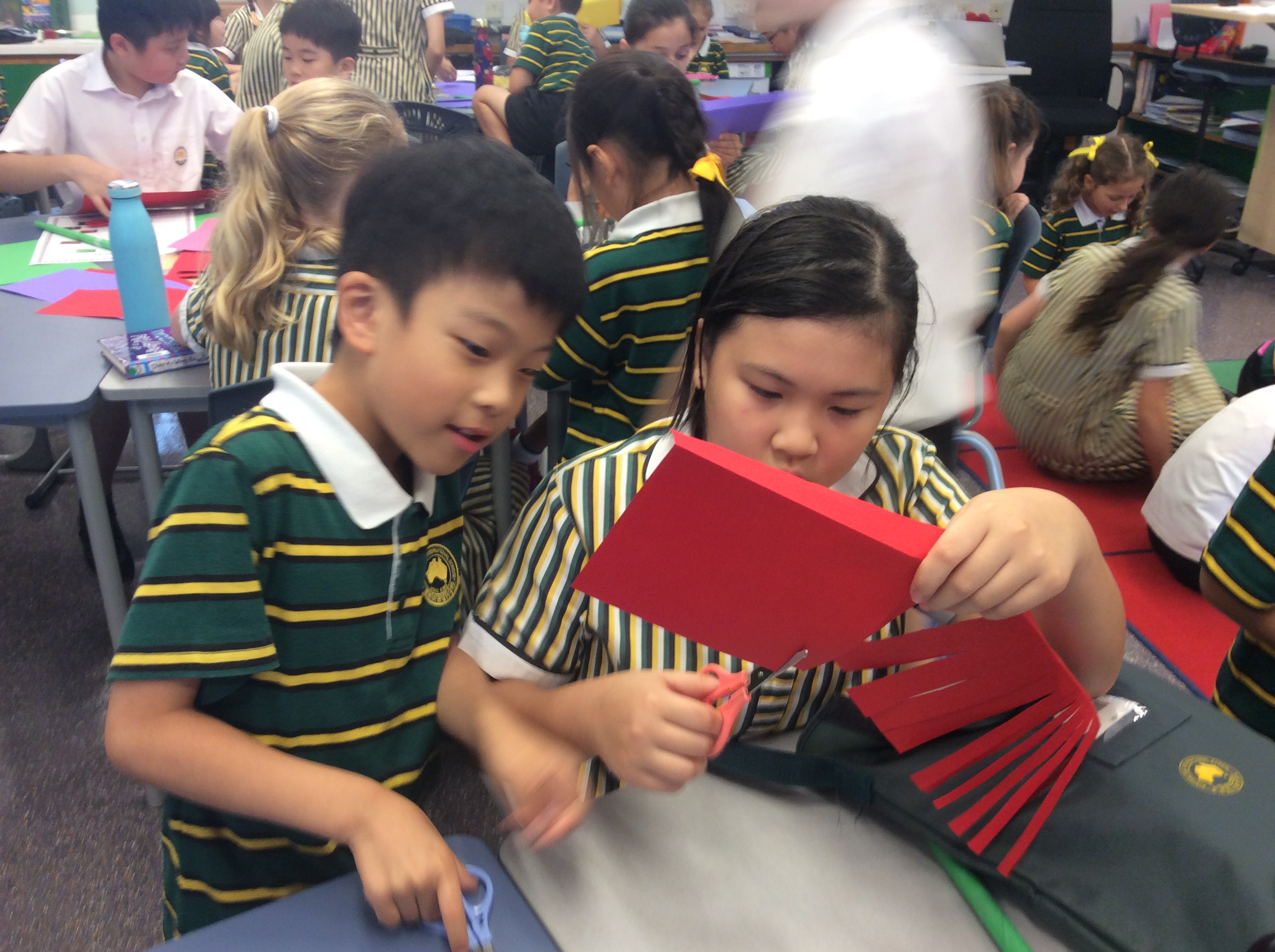 Paper flowers with Year 6 buddies(1)